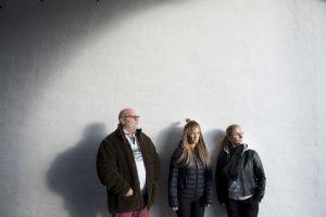 Visborggaard bostedet. Socialpædagogerne Lise Bang, Tina Rose Poser (briller) og Kim Albrech. Foto: © Michael Bo Rasmussen / Baghuset. Dato: 01.11.16
